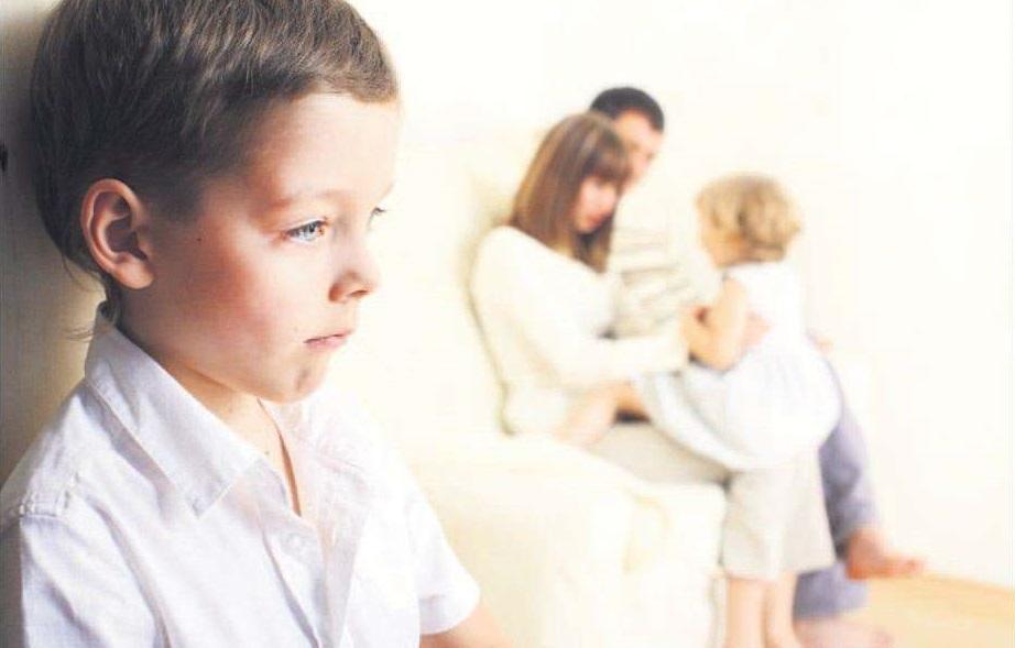 старший ребенок ревнует к младшему