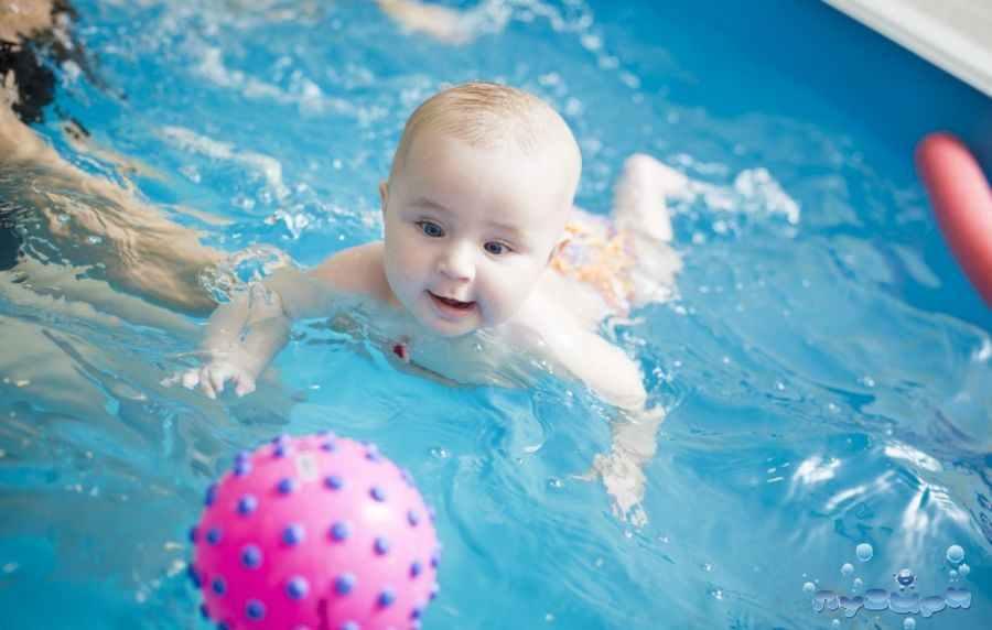 Грудничкам нравиться плавать в бассейне