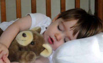 Как правильно укладывать ребенка спать