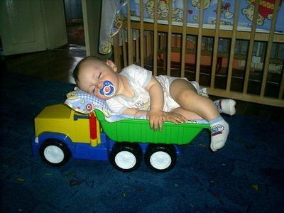 Малыш засыпает только в машине