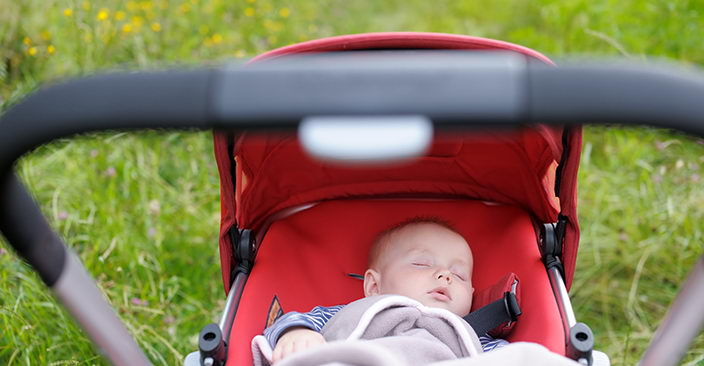 Первая прогулка с новорожденным