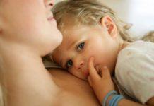 Ребенок сильно привязан к маме
