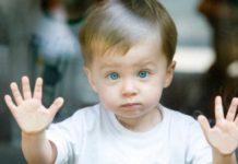 признаки аутизма у детей до 1 года