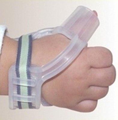 приспособление поможет отучить ребенка сосать большой палец