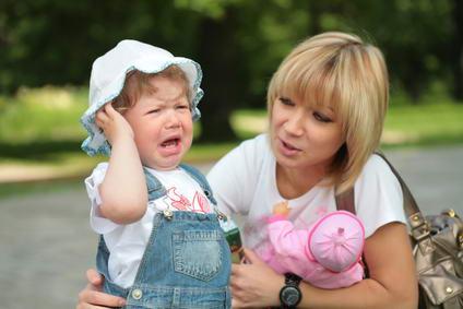 Дети в 1 год и 9 месяцев добиваются своего плачем