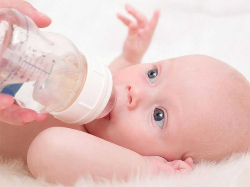 Нужно ли давать воду новорожденным