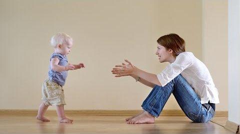 Ребенк в 1 год и 2 месяца - первые шаги