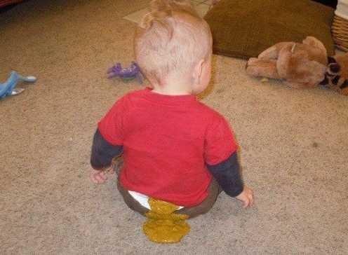 Ребенк в 1 год и 5 месяцев обкакался