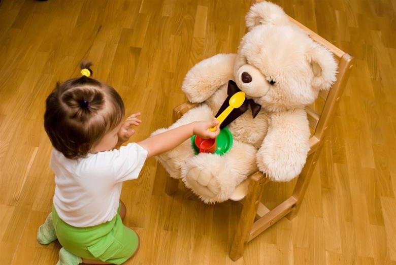 Развитие эмпатии к игрушке у детей в 1 год и 4 месяца