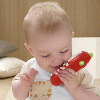 игрушечный телефон у годовалого ребенка