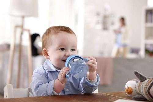 10 месяцев ребенку - умеет пить из чашки-непроливайки