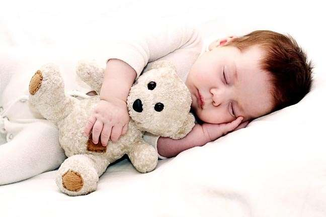 10 месячный ребенок не расстается с игрушкой